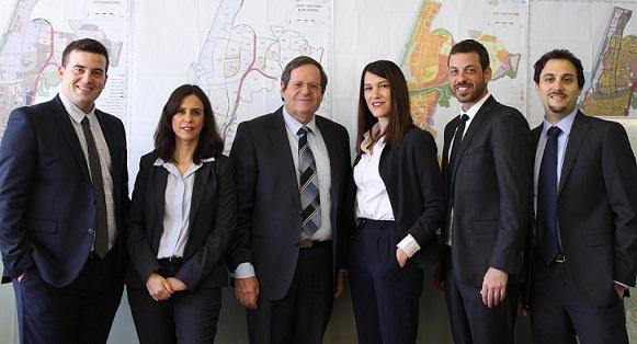 עורכי הדין של החברה